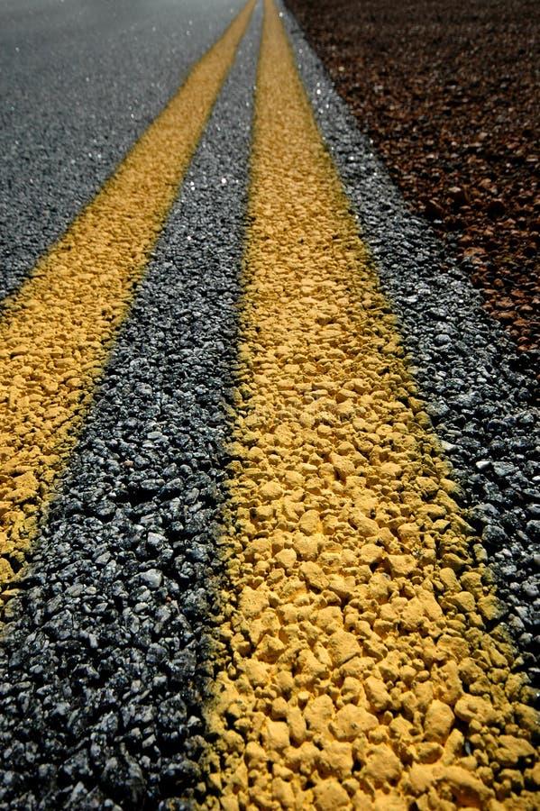 dubbla linjer yellow fotografering för bildbyråer