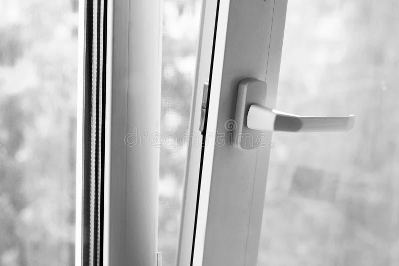 Dubblett-glasade fönster, nytt plast- fönster, dubbelt exponeringsglas, royaltyfri foto
