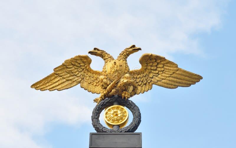 Dubblett-hövdad örn - emblemet av den ryska välden royaltyfri foto