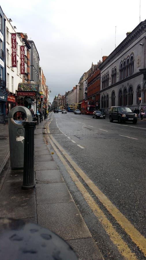 Dublin centralt område, molnig charmig stad royaltyfria bilder