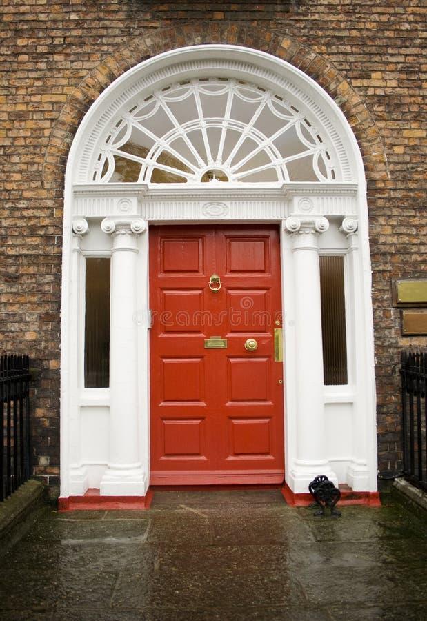 Dublin-georgische rote Tür stockfotos