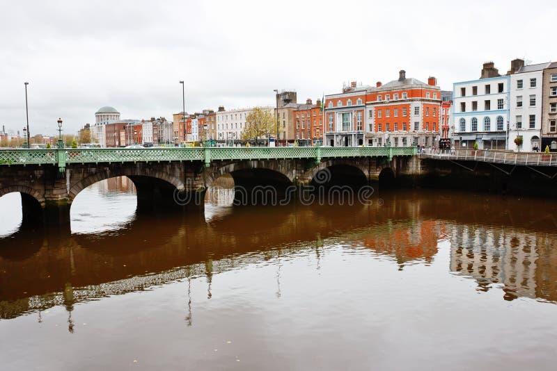 dublin ireland liffeyflod arkivbild