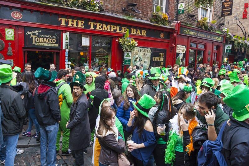 DUBLIN IRLAND - MARS 17: Sts Patrick dag ståtar i Dublin royaltyfri fotografi