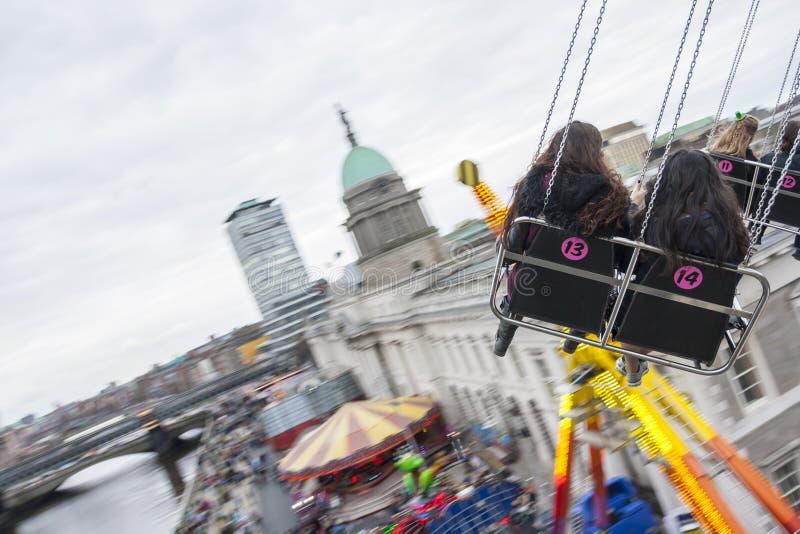DUBLIN, IRLANDA - 17 DE MARÇO: O dia de St Patrick justo em Dublin, imagem de stock