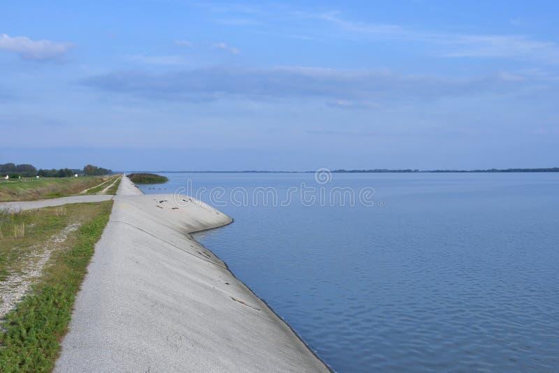 Dubrava Seelandschaft in Prelog, Kroatien lizenzfreie stockbilder