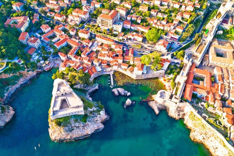 Dubrovnik antyczni punkty zwrotni Lovrijenac i Palowy miasto zakazują antenę zdjęcie stock