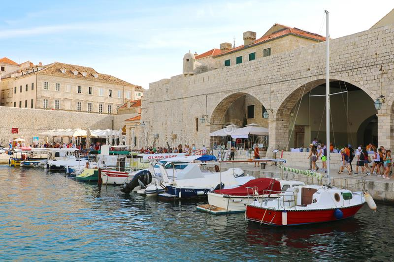 DUBROVNIK, CROATIA - JULES 11, 2019: harbor view of boats in the old town of Dubrovnik royalty free stock image