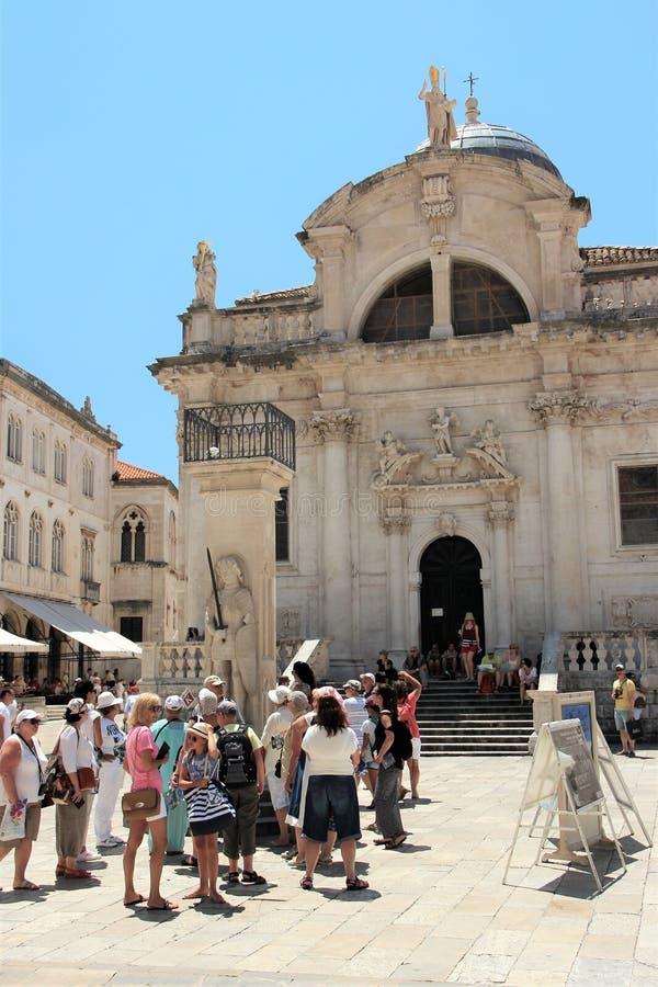 Dubrovnik, Croatie, juin 2015 Cathédrale catholique médiévale sur la place de la vieille ville photo stock