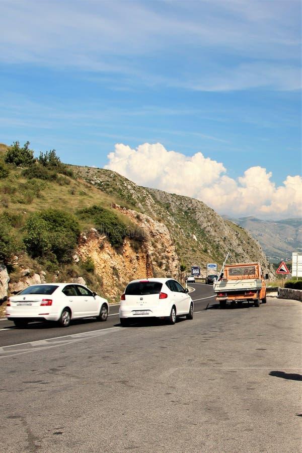 Dubrovnik, Croatie, juin 2015 La route de la ville dans les montagnes environnantes image libre de droits