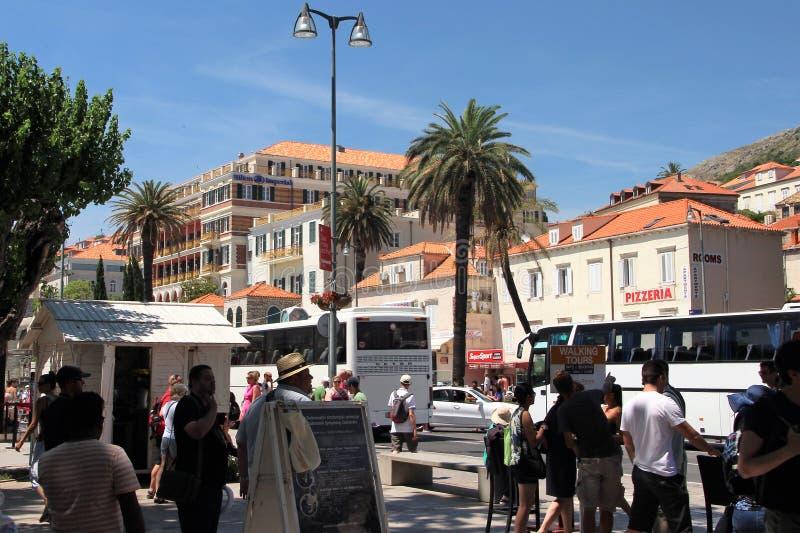 Dubrovnik, Croatie, juin 2015 Une vue de la ville en dehors des murs de la forteresse images stock