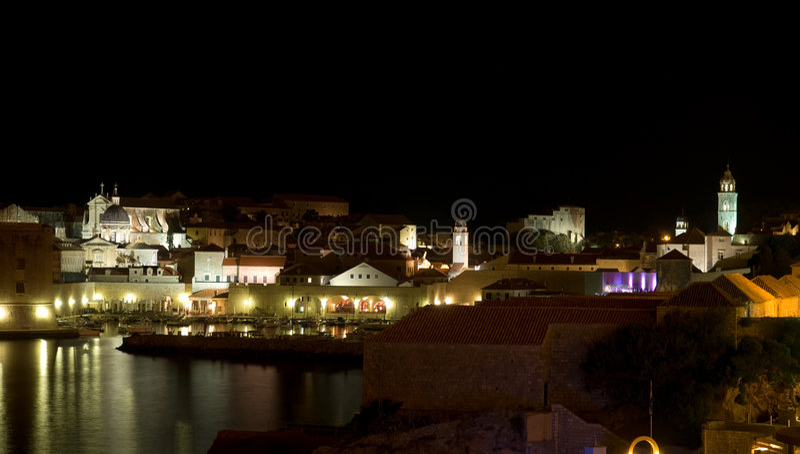 Dubrovnik em a noite fotos de stock
