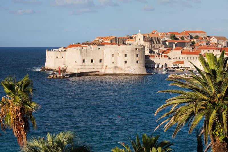 Dubrovnik en el mar adriático fotos de archivo