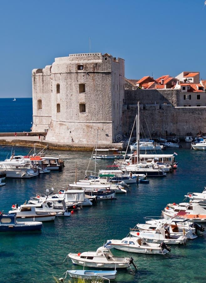 Dubrovnik, il Croatia, porticciolo e vecchia città fotografie stock libere da diritti
