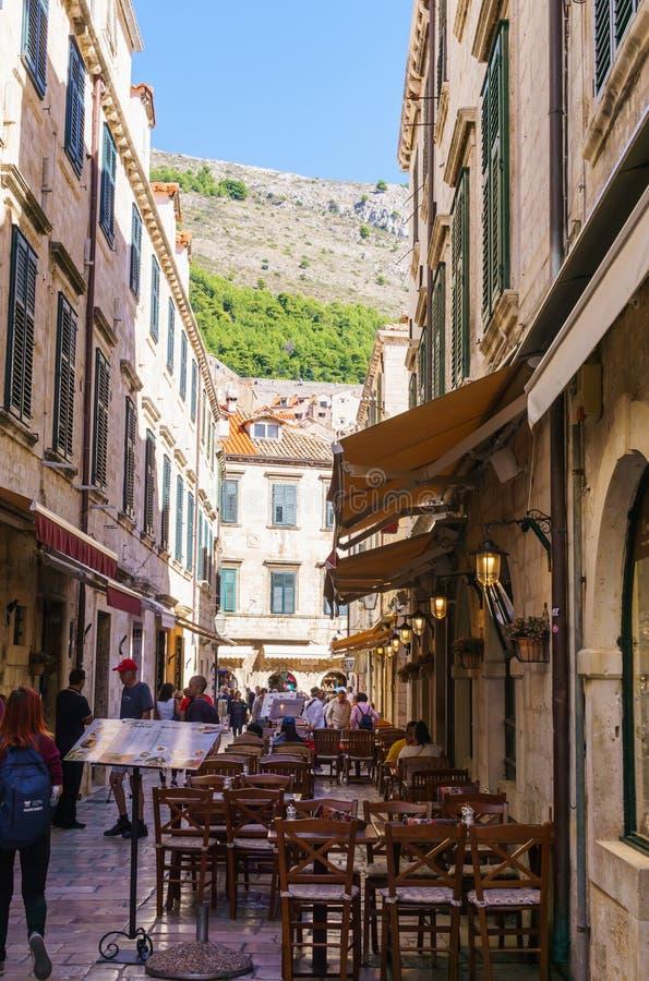Dubrovnik, Kroatië Weergeven van de middeleeuwse straat van Dubrovnik Het panorama van de zomer September 2018 stock foto's