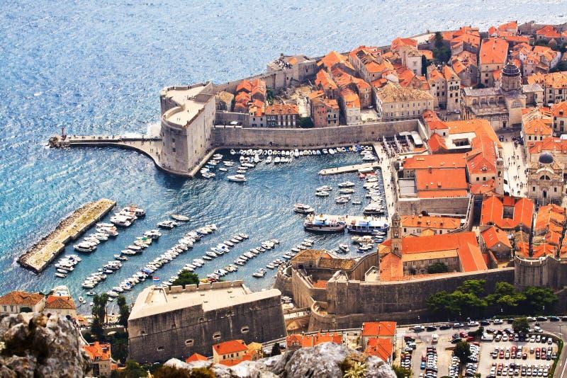 Dubrovnik, Kroatien Schattenbild des kauernden Geschäftsmannes lizenzfreies stockfoto