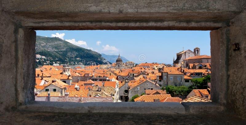 Dubrovnik mit natürlichem Feld stockfoto