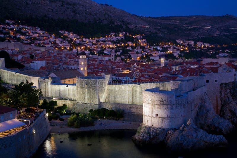 Dubrovnik na noite fotos de stock royalty free