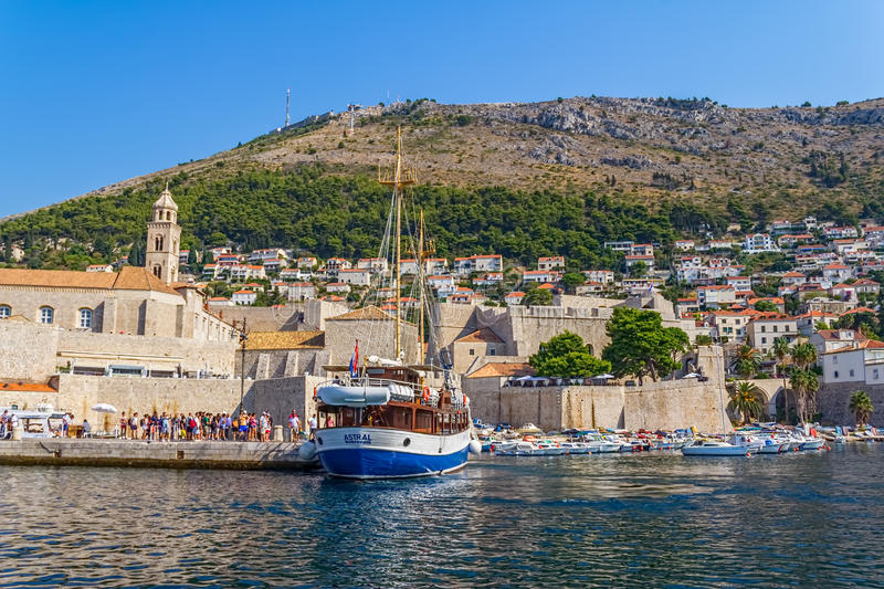 Download Dubrovnik old town editorial stock photo. Image of seascape - 28226728