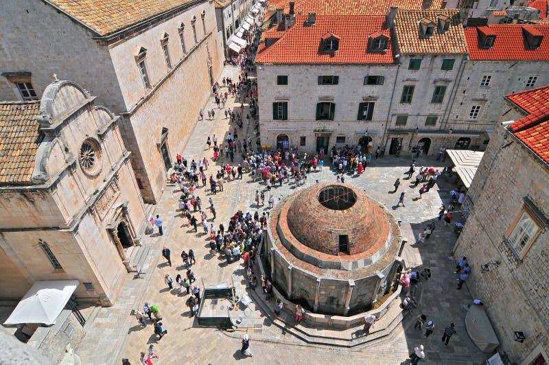 Dubrovnik Onofrio Fountain, vista de Old Town City Walls, Dalmatia, Croácia imagem de stock royalty free