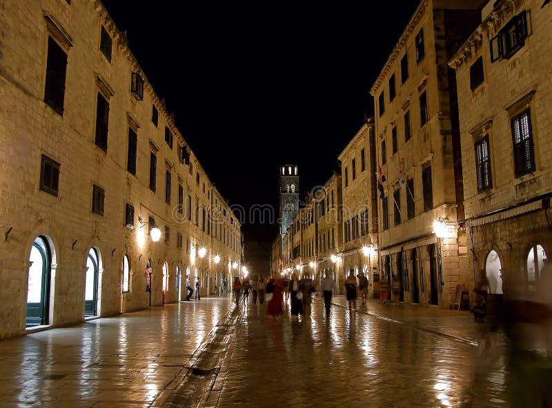 Dubrovnik por la noche (Stradun) fotografía de archivo