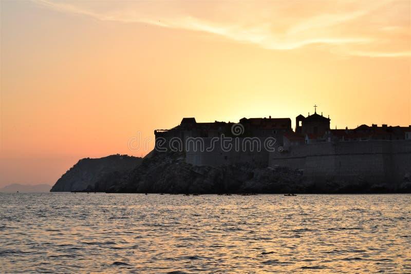 Dubrovnik puesta del sol-Croacia foto de archivo