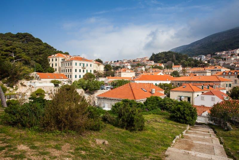 Dubrovnik-Stadt gesehen von der Treppe zum Fort Lovrijenac stockfoto