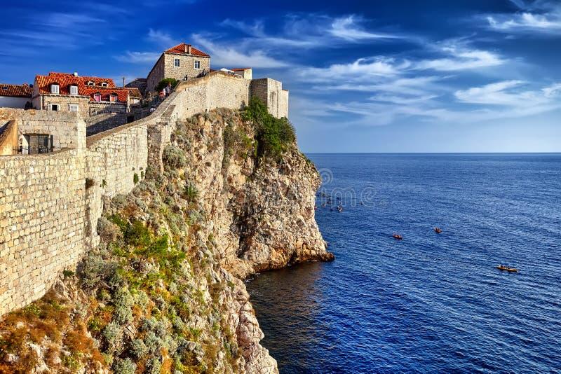 Dubrovnik, vue de la Croatie de ville mure les murs et le Se de négligence image libre de droits
