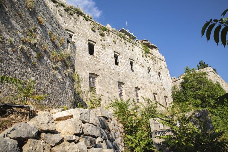 Dubrovnik: Widok ` ojczyzny Dubrovnik ` wojenna muzealna fasada która ilustruje wojnę w Bałkany, zdjęcia stock