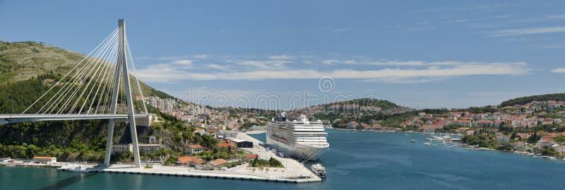 Dubrovnikbrug en cruisehaven royalty-vrije stock afbeeldingen