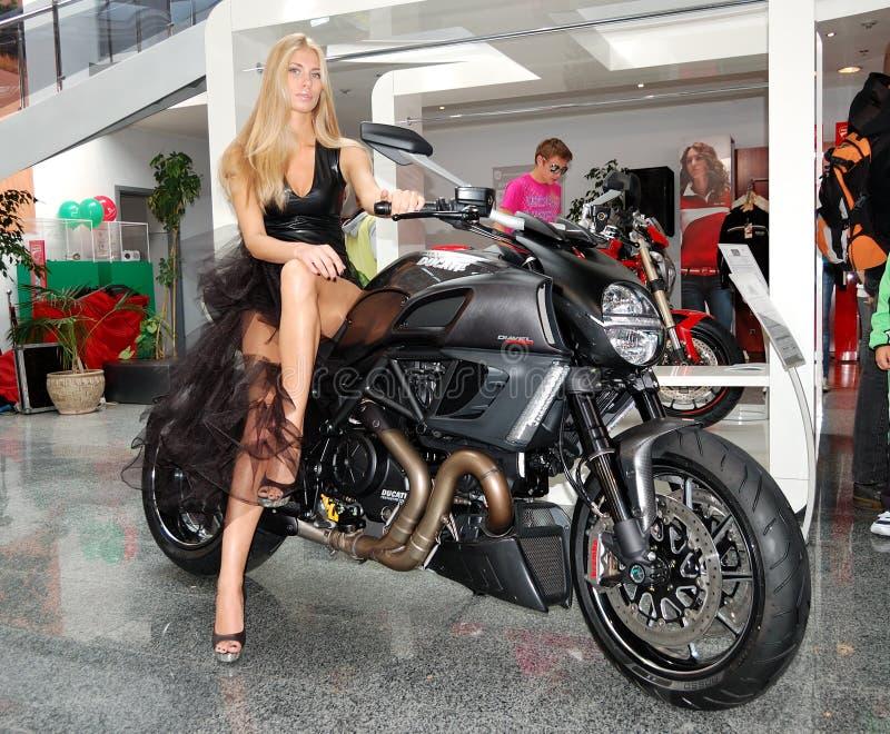 Ducati Diavel bij Jaarlijkse automobiel-show royalty-vrije stock afbeeldingen