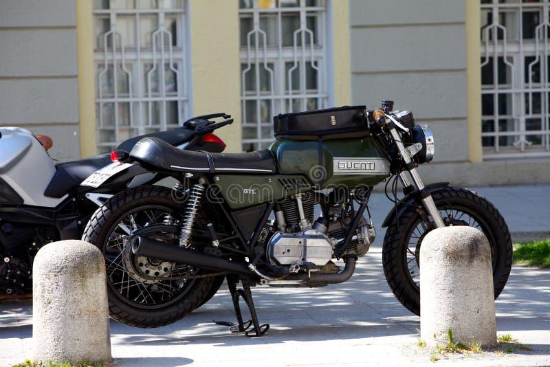 Ducati-Fahrrad lizenzfreie stockbilder