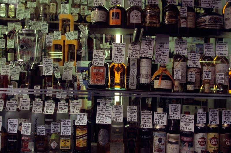 Duchy sprzedający w sklepie w Londyn. obrazy stock