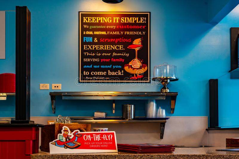 Duck Donuts Interior Sign photographie stock libre de droits