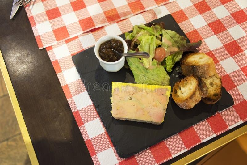 Duck Foie grasmousse eller Foie gras de mer entier tidningsanka royaltyfri bild