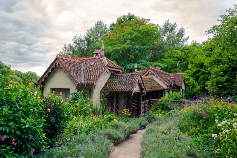 Duck la cabaña de la isla en el parque de San Jaime en Londres, Kingdo unido fotos de archivo libres de regalías