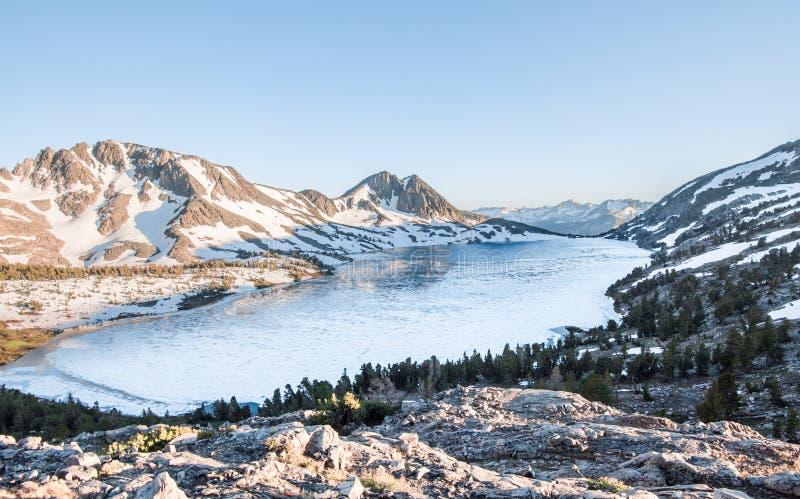 Duck Lake al passaggio dell'anatra fotografia stock