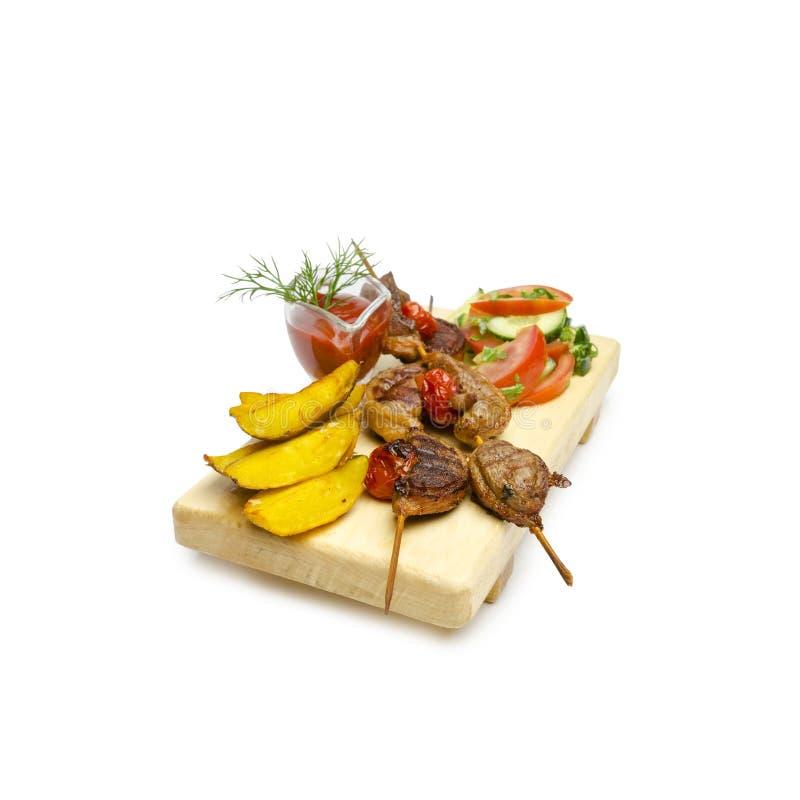 Ducka kebaber med friten och grönsaker och sause på steknålen royaltyfri fotografi