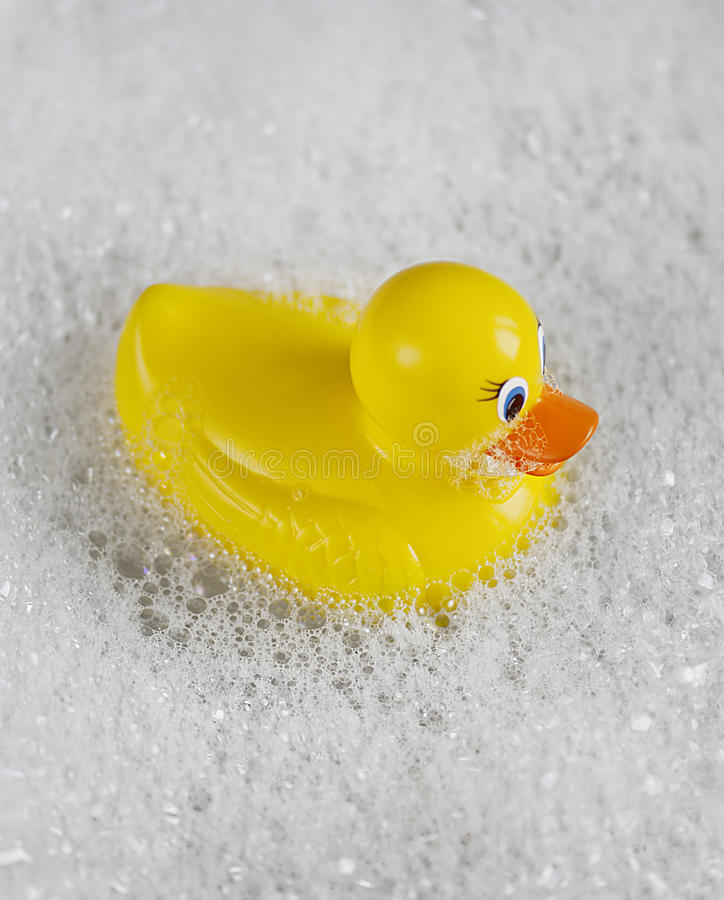 ducky gummi för bathtime arkivfoton