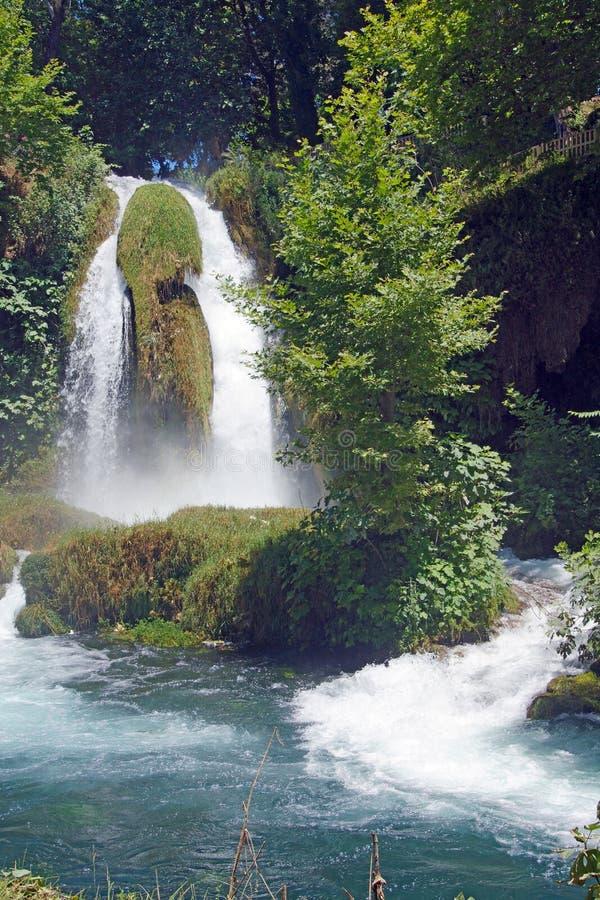Duden-Wasserfälle schnitzen durch Karst stockfotografie