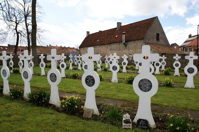 Dudzele, Bélgica 28 de marzo: Cementerio militar viejo en Bélgica imagenes de archivo