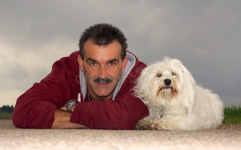 Dueño con el perro imagenes de archivo