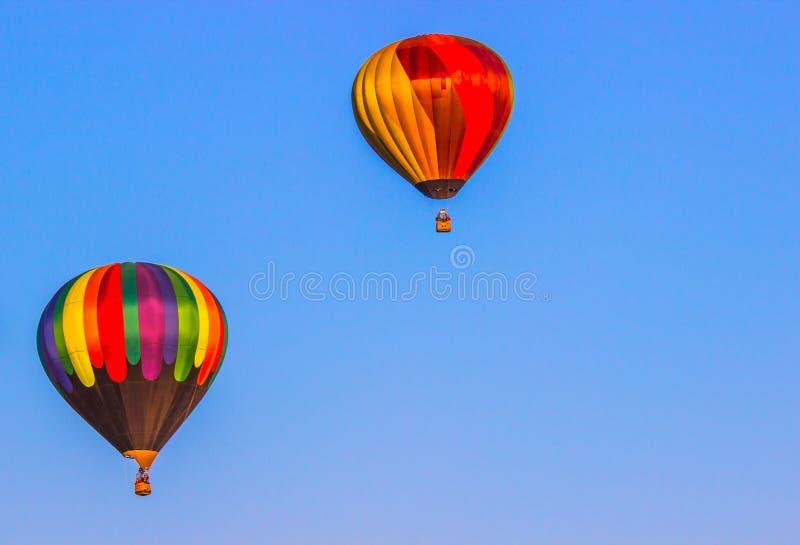 Due aerostati di aria calda variopinti fotografia stock libera da diritti