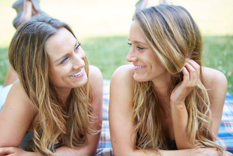 Download Due amici femminili fotografia stock. Immagine di persona - 56882430
