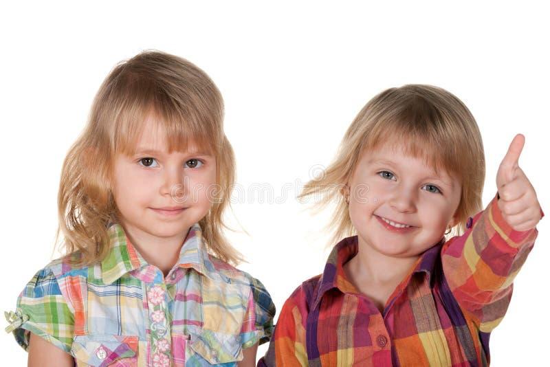 Due bambine graziose sorridenti fotografie stock libere da diritti