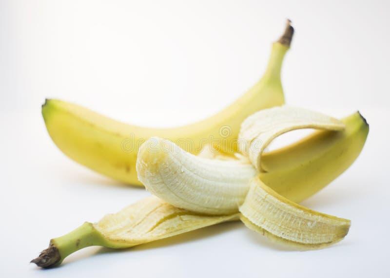 Due banane hanno isolato il fondo fotografia stock libera da diritti