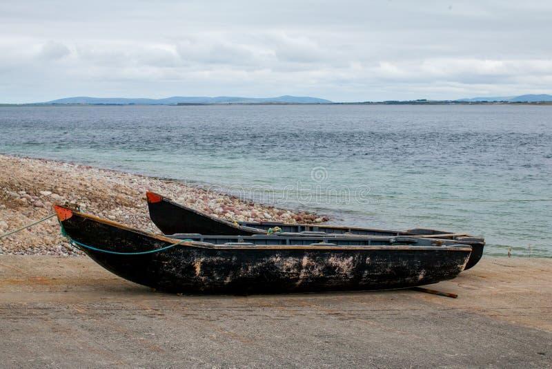 Due barche di legno di Currach fotografie stock libere da diritti