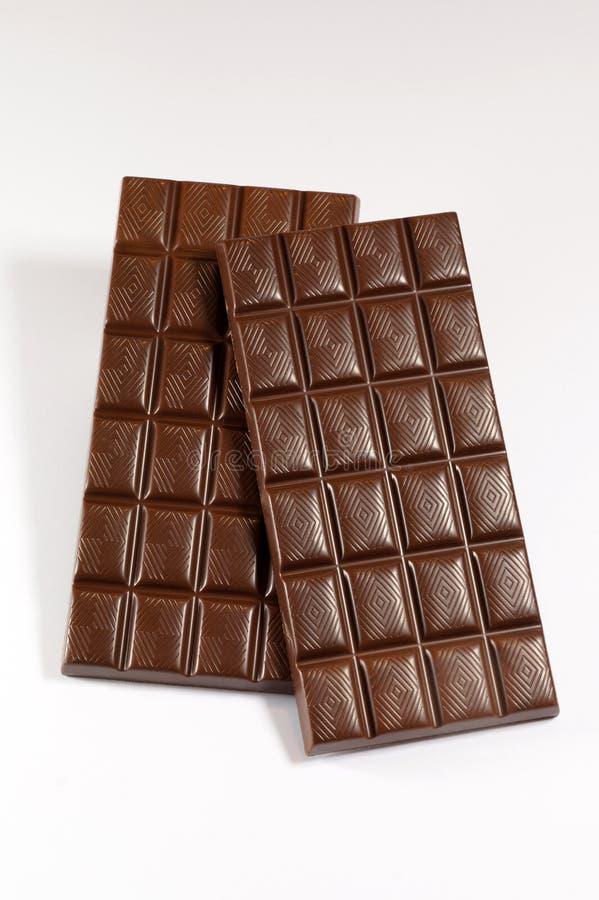Due barre perfette del cioccolato al latte su un fondo bianco fotografie stock libere da diritti