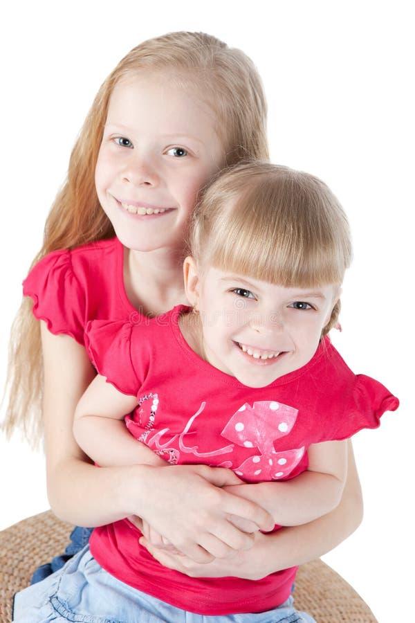 Due belle bambine su una priorità bassa bianca fotografia stock libera da diritti