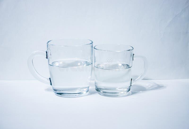 Due bicchieri d'acqua fotografia stock