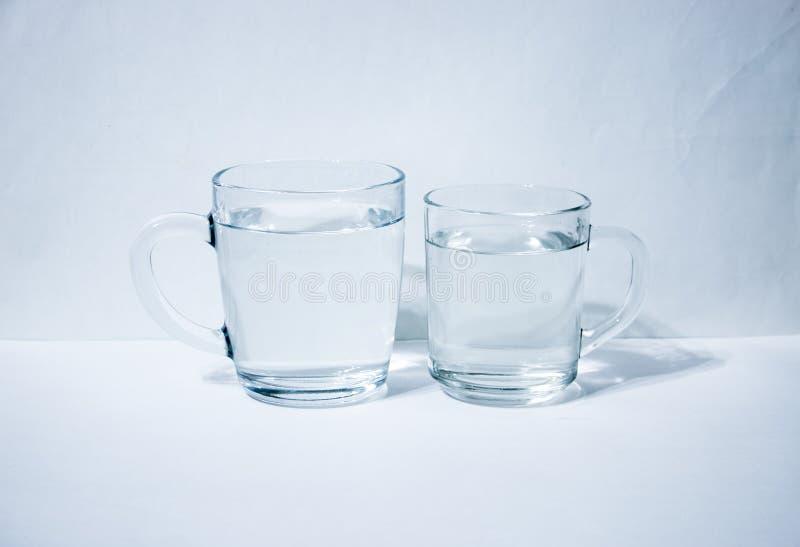 Due bicchieri d'acqua fotografia stock libera da diritti